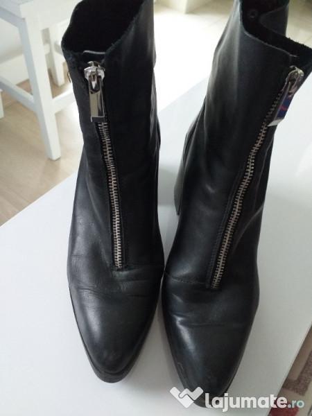detaliind foarte ieftin pe picioare la Ghete botine Zara din piele de dama, 150 lei - Lajumate.ro