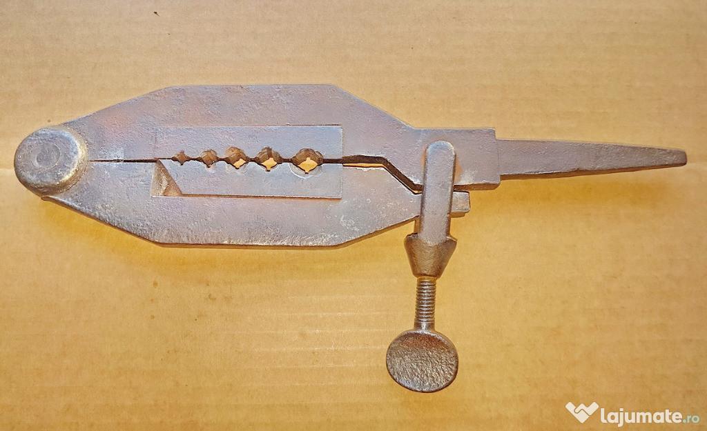 C516-Filiera manuala de covacie anii 1900. Stare foarte buna