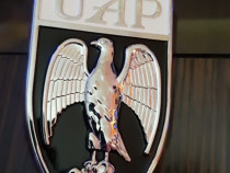 Dacia 1300 -- Vultur mare, UAP aripa, scris Dacia mare
