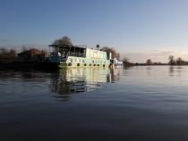 Afacere la cheie. Hotel plutitor in Delta Dunarii.
