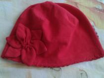 Caciula rosie cu floricica 50