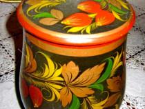 745-Vas lemn pictat model rustic cu flori stare buna.