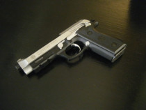 Pistol airsoft din metal,modificat cu aer comprimat