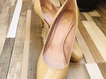 Vince Camuto pantofi noi