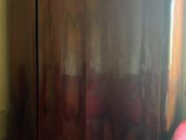 Mobila veche din lemn masiv