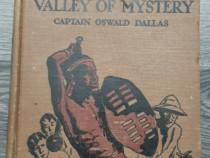 Carte pentru copii the valley of mystery oswald dallas