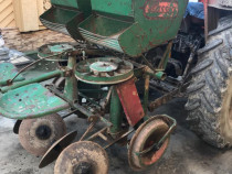 Masini masina pus plantat cartofi