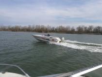 Barca cu motor cabinata