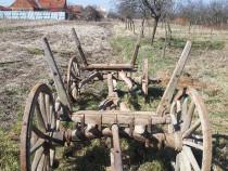 Căruță cu roți de lemn cu pantă (foarte veche)