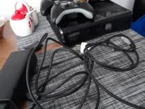 Xbox 360 cu memorie de 500 GB. Se aprinde rosu.