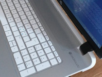 Laptop HP Slim Pavilion Beats.audio display 17,3 4gb ram .