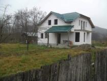Vilă p+m+2000mp teren construibil Mihaesti, Valcea