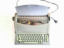Mașină de scris electronica portabila Olivetti.