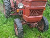 Tractor universal 445