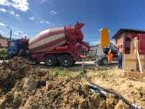 Inchiriez pompa de beton