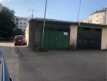 Garaj cu beci  central in spate faleza