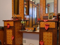 Mobilier traditional pictat cu mana