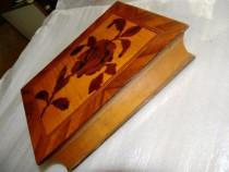 Caseta veche lemn cires,oglinda cristal,sec19,ev.ramburs