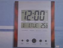 Ceas de perete multifunctional cu alarma