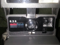 Aparat foto polaroid cu blițuri rezerva