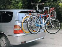 Suport auto pentru 3 biciclete cu prindere pe haion – NOU