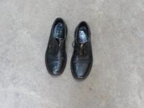 Pantofi barbati aproape noi din piele marimea 41
