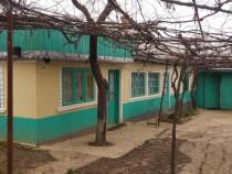 Casa in centru satului