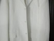 Costum alb cu dungulite