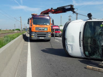 Transport cu camion platforma cu macara