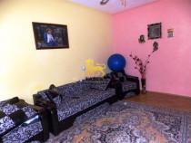 Apartament etaj 1 de 58 mp decomandat 2 camere in Central