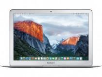 Laptop Apple MacBook Air 13 2017 nefolosit ca si sigilat.