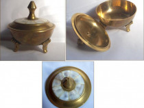 Caseta veche din bronz + sidef - model deosebit
