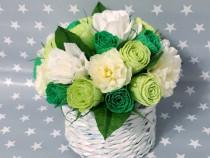 Aranjamente handmade cu flori din hartie