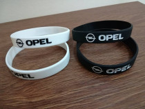 Brățări silicon Opel culori pe alb și negru
