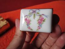 Cadou inedit -vintage Pocket Box Sewing kit -kit calatorie