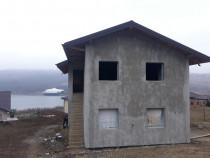 Casa cu etaj cu priveliste catre lac Sorogari Iasi Central