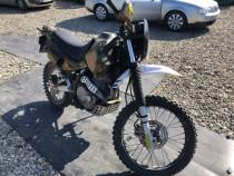 Motocicleta Honda Dominator 500