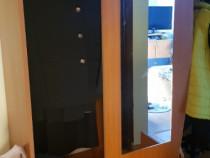 Cuier cu ușă glisantă