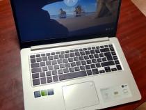 Laptop Asus cu amprentă
