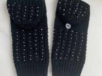 Manusi tricotate cu caciulita si pietricele