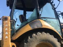 Montaj parbriz geam luneta tractor combina buldoexcavator