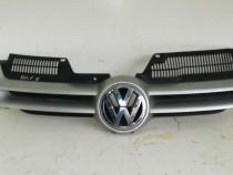 Grila dintre faruri VW Golf 5 argiuntiu