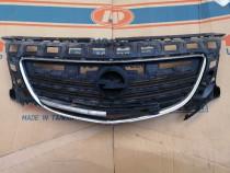 Grila radiator Opel Insignia avariata