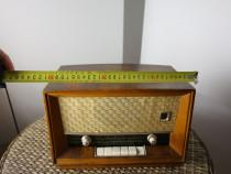 Radio dimensiuni 30x25 cm,