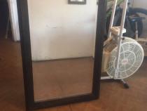 Oglinda veche din lemn masiv