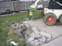 Inchiriez Bobcat cu picon taietor beton bascula 3,5 t nisip