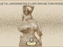 Statuetă jardinieră flori, din beton, model J12.