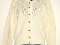 Cardigan bavarez, tricotat din lana ivoire in amestec