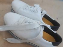 Pantofi cu talpa înaltă