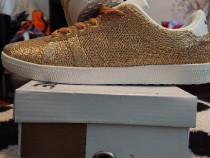PANTONE UNIVERSE FOOTWEAR , MODEL FLY , CULOARE PALE GOLD